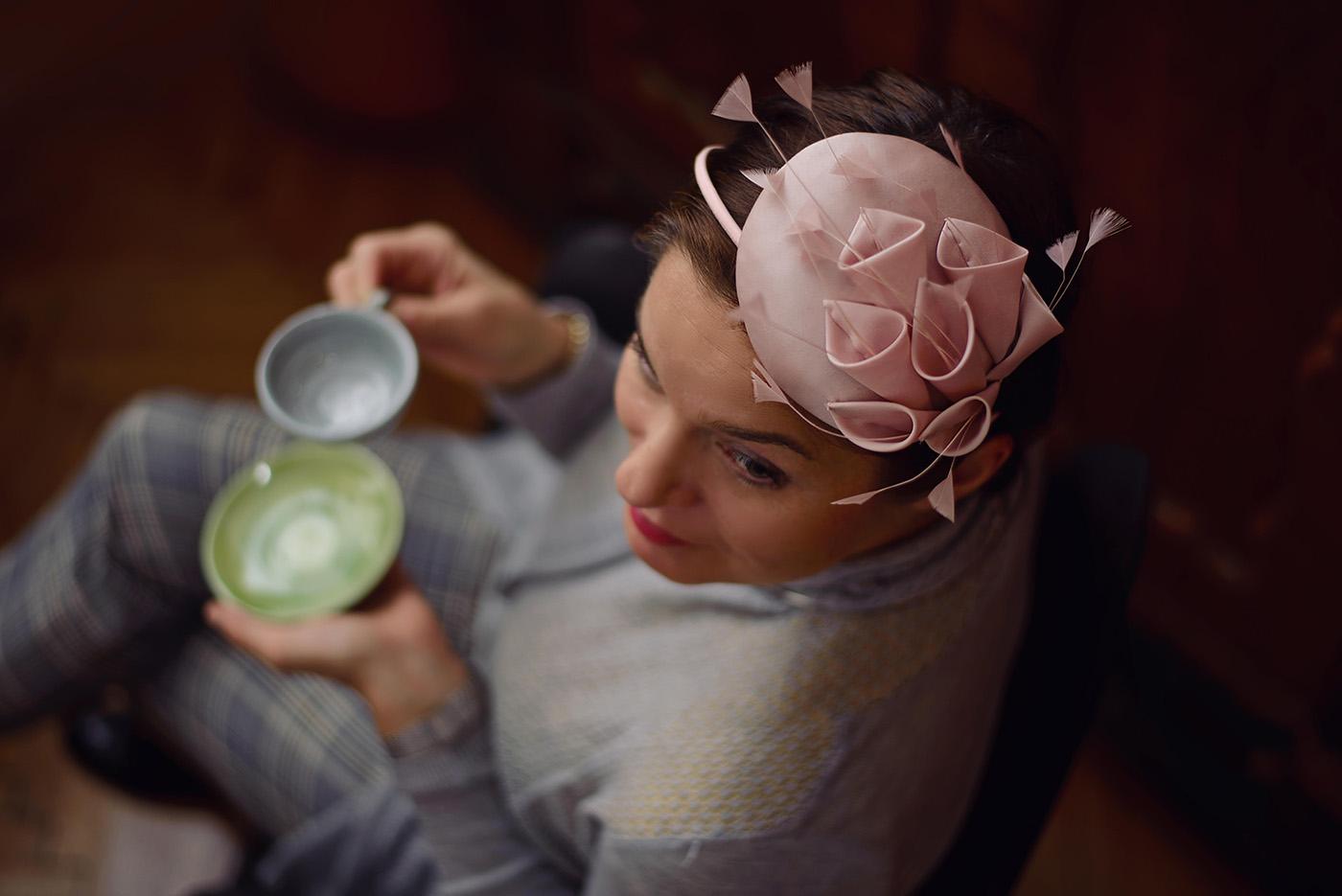 905e47ed51 Fel a kalappal! – Interjú Virág Anna kalapkészítővel