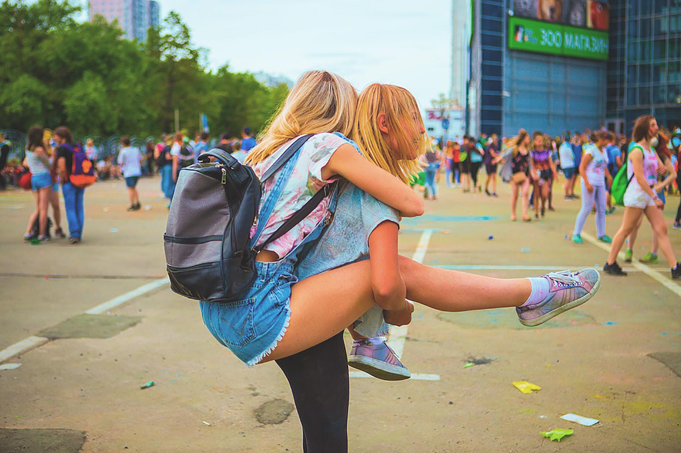 fiatal fekete leszbikusok csók
