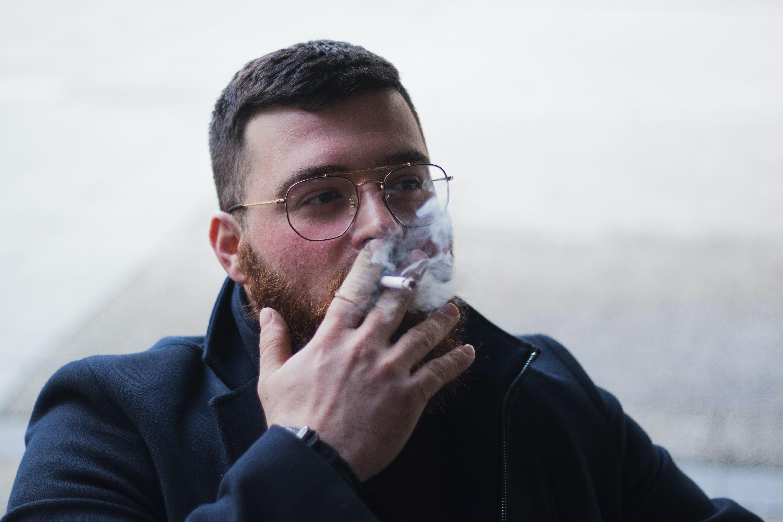 Lackfi János: Tizenegykor már remegtem a nikotinéhségtől