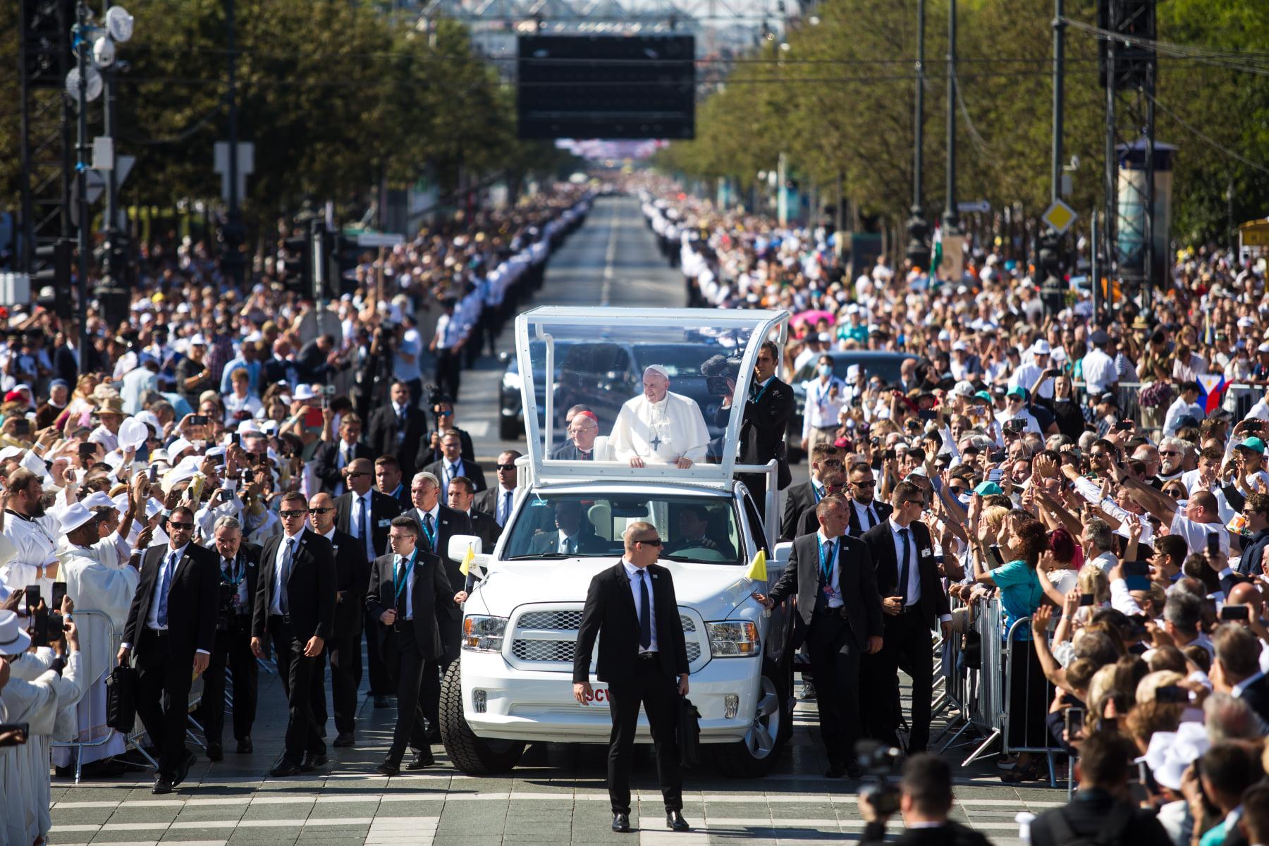 Mit mond a pápáról az utca embere? – Református keresztyénként az Eucharisztikus Kongresszus zárómiséjéről